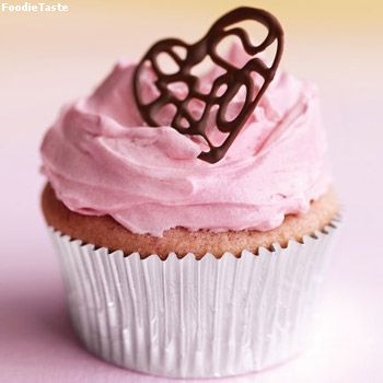 ����������Ѿ�� ��駤�ѵ������� (Raspberry cupcake with pink buttercream)