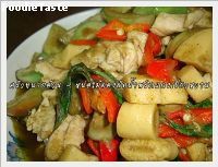 ��Ѵ��Ӿ�ԡᡧ��˹�����ͧ (Stir fry chicken with southern chili paste and preserved bamboo shoot)