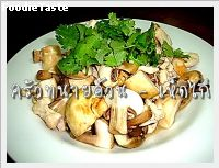 เห็ดไก่ (Stir fried mushroom with chicken)
