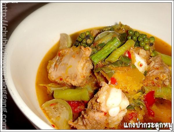 ᡧ��ҡ�д١��� (Kaeng pa curry with pork spare ribs)