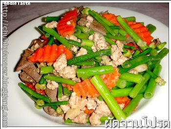 �Ѵ�͡����Ѻ�Ѻ�������Ѻ (Stir fried onion flower with minced pork and pork liver)