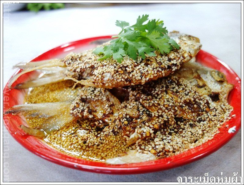�������������  ( Deep fried silver pomfret with spicy sauce)