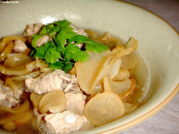 ����״���ǡѺ��д١��� (Preserved Chinese radish and pork spare ribs soup)